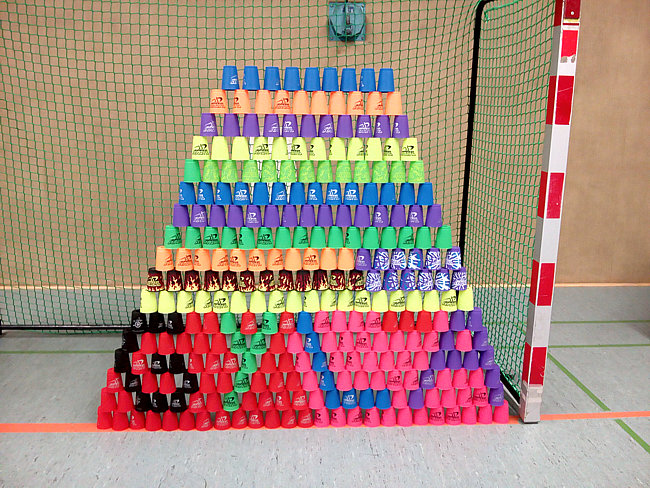 Speed-Stacking-Pyramide
