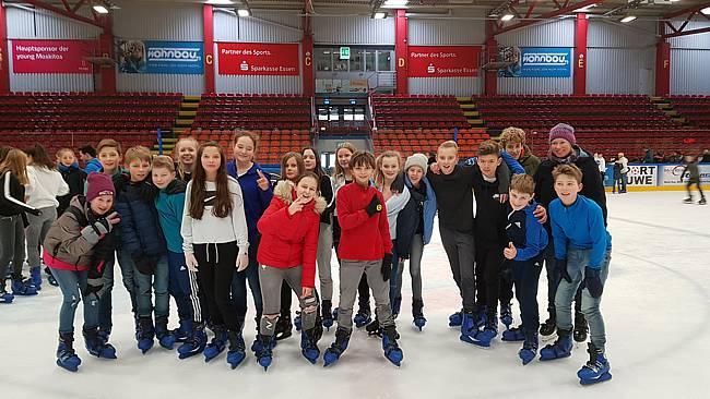 Die 7b und 7c in der Eissporthalle in Essen