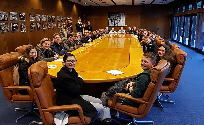 Im ehemaligen Machtzentrum der Republik, in Originalsesseln und am Originalkabinettstisch