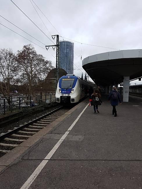 Vom Messegelände fußläufig zu erreichen - Bahnhof Köln Deutz